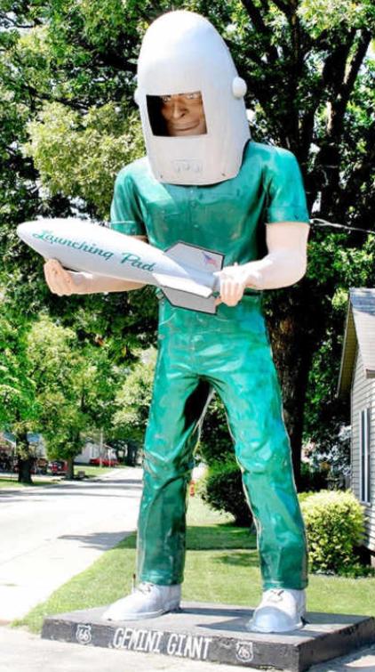 Wilmington, IL - Gemini Giant Muffler Man