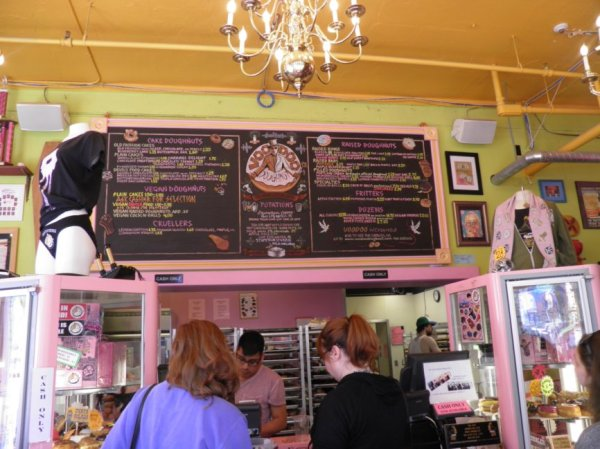 Voodoo Doughnut, Portland, Oregon – USA Road Trips by Max